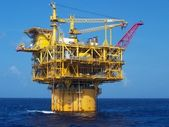 A deep-water floating oil platform — Stock Photo
