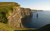 Late sunset famous irish cliffs of moher — Stock Photo