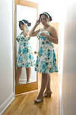 The woman in the mirror — Stock Photo
