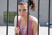 Modelo de moda na cadeia — Foto Stock