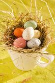 Velikonoční čokoládové vajíčka v hnízdě