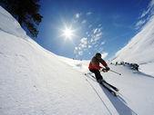 Lyžař ve vysokých horách