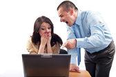 Business Team kämpfen für einen laptop
