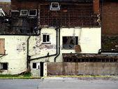 Zločin scénu ohněm poškozený dům