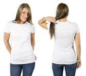 Samice nosí prázdné bílé tričko