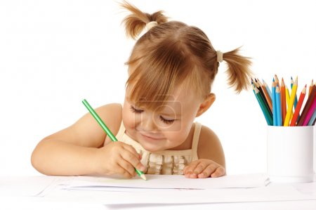 儿童画与色铅笔和微笑