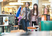 Dvě ženy, nakupování