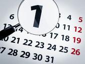 Zvětšovací sklo na kalendáři