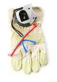 rukavice ochranné brýle a měřítkem
