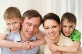 Fényképek szülők is, a szőnyegen, a fia