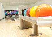 bowlingové koule v řadě