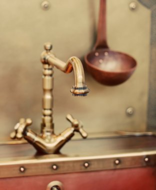 Old style faucet