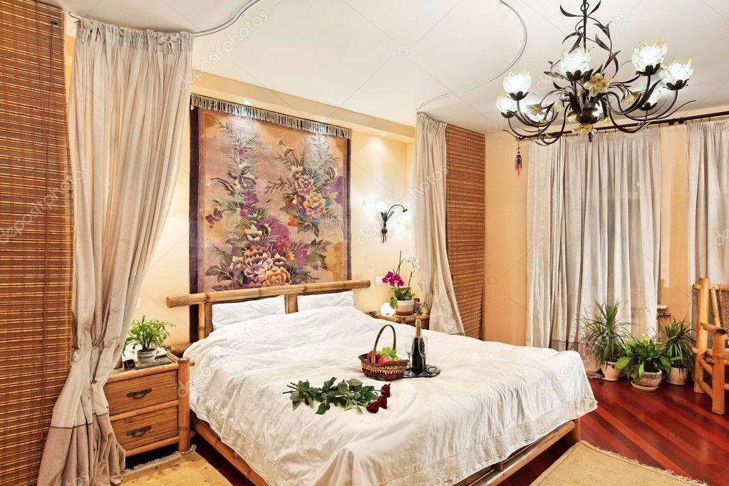 Camere Da Letto Medievali : Camera da letto stile medievale con letto a baldacchino su ampio