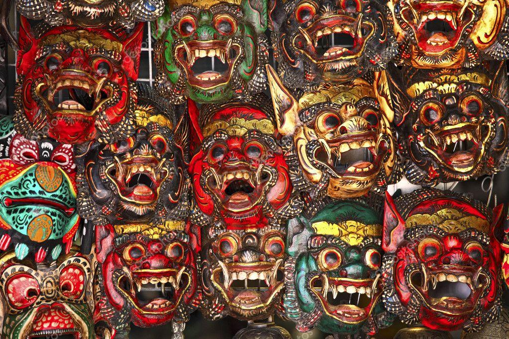 mode attrayante limpide en vue vêtements de sport de performance Masque thaïlandais en bois — Photographie jukai5 © #3793491