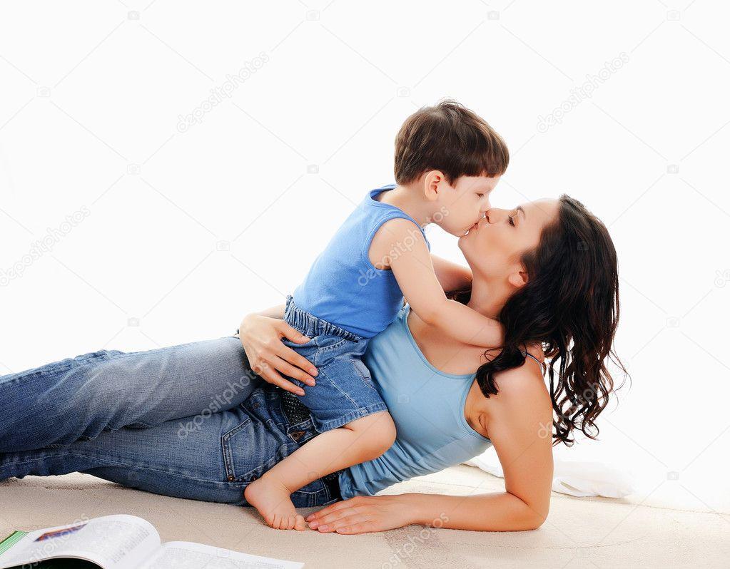 И сын молодой мать фото трахаються