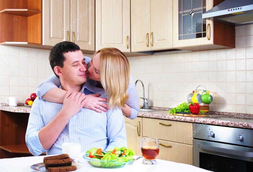 фото жены на кухне