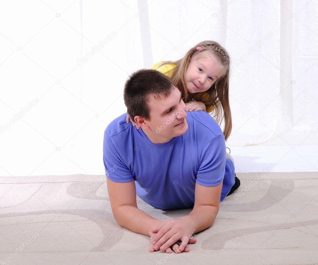 Отец имеет дочерей