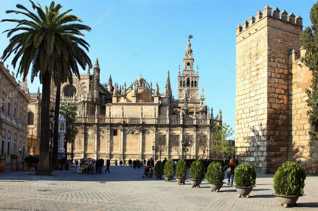 Catedral & La Giralda, Sevilla — Stock Photo © Mrs.Beaver #2742746