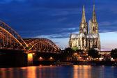 Katedrála v Kolíně nad Rýnem a hohencollernbridge