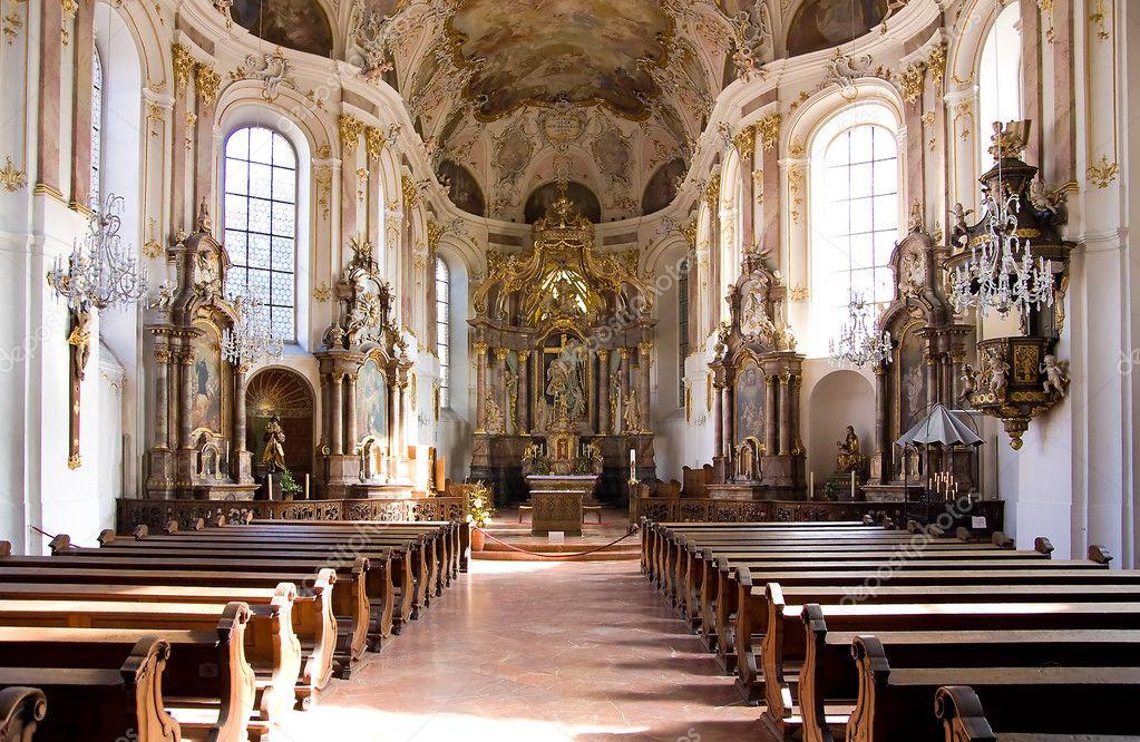 overdekt christelijke kerk met verlichting — Stockfoto © Raimundas ...
