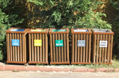 Recycle bins for waste segregation