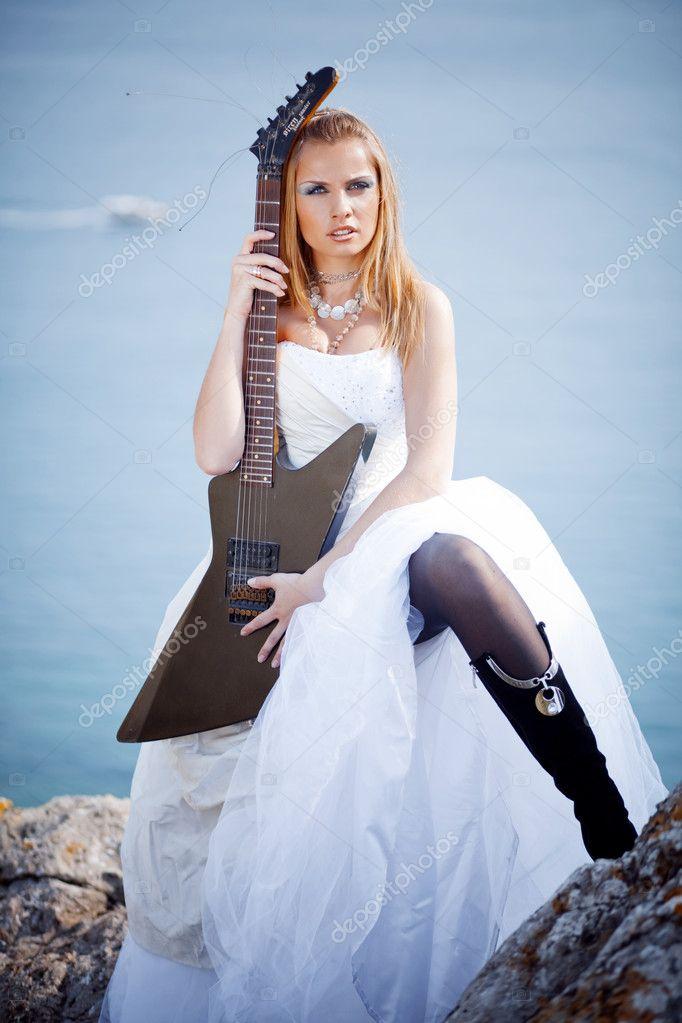 Невесты с гитарами картинки, поздравляю доченькой анимация