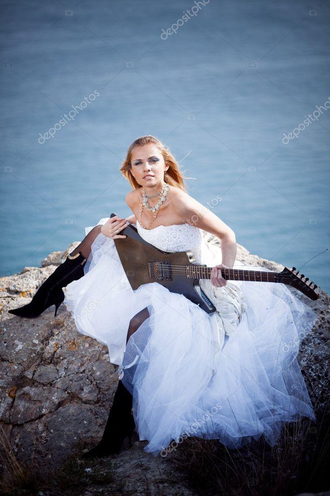 Невесты с гитарами картинки