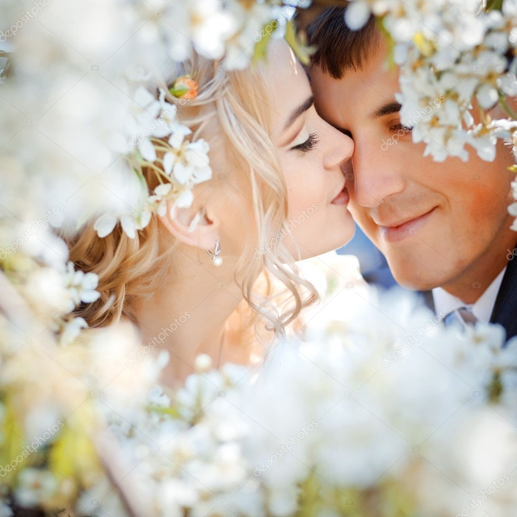 wedding couple in spring