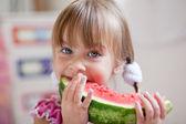 legrační dítě jíst meloun