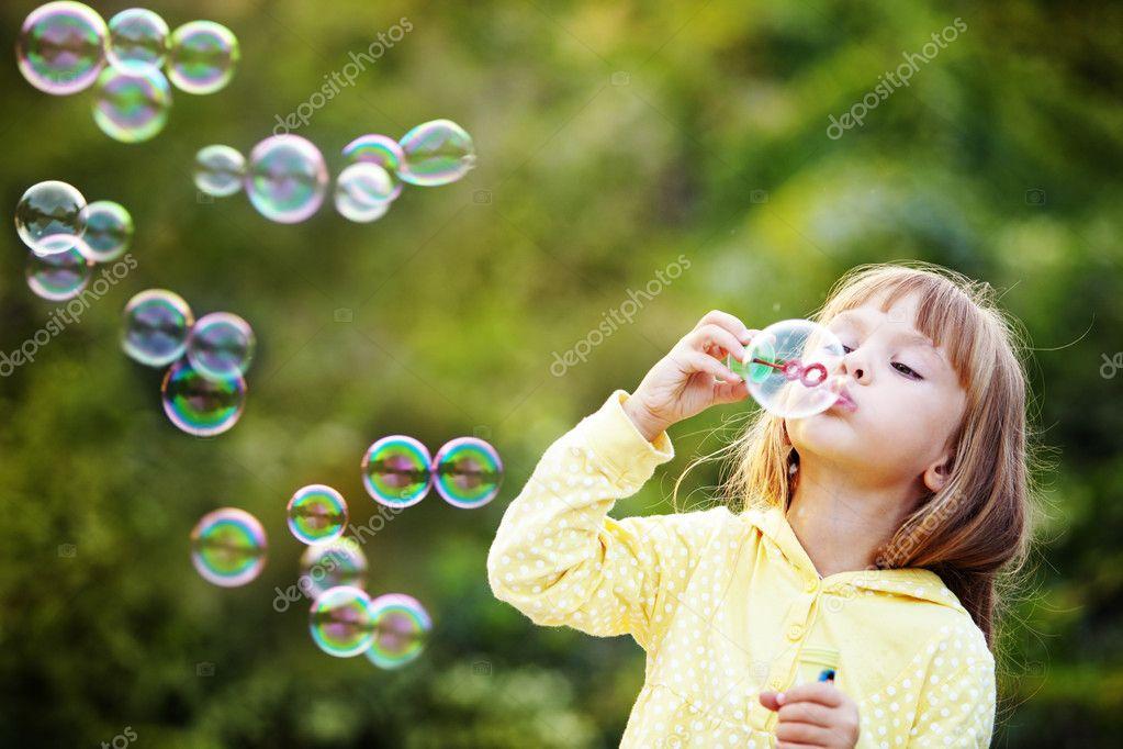 Child starting soap bubbles
