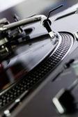Fotografie Vinyl-Plattenspieler dreht die CD/DVD