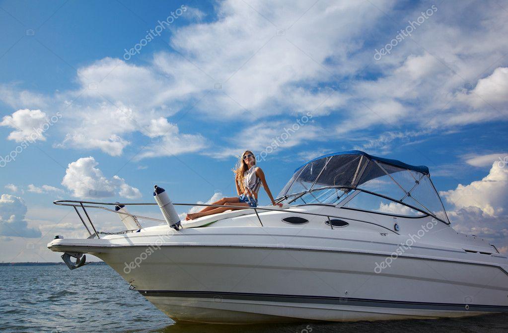 Красивые блондинки на яхте фото 330-144