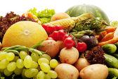 friss zöldségek, gyümölcsök és egyéb élelmiszerek.