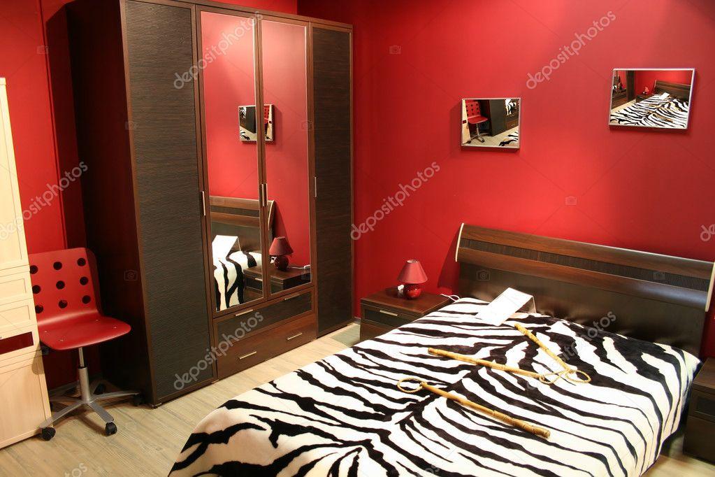Stanze Da Letto Rosse : Camera da letto striscia rossa u foto stock paha l
