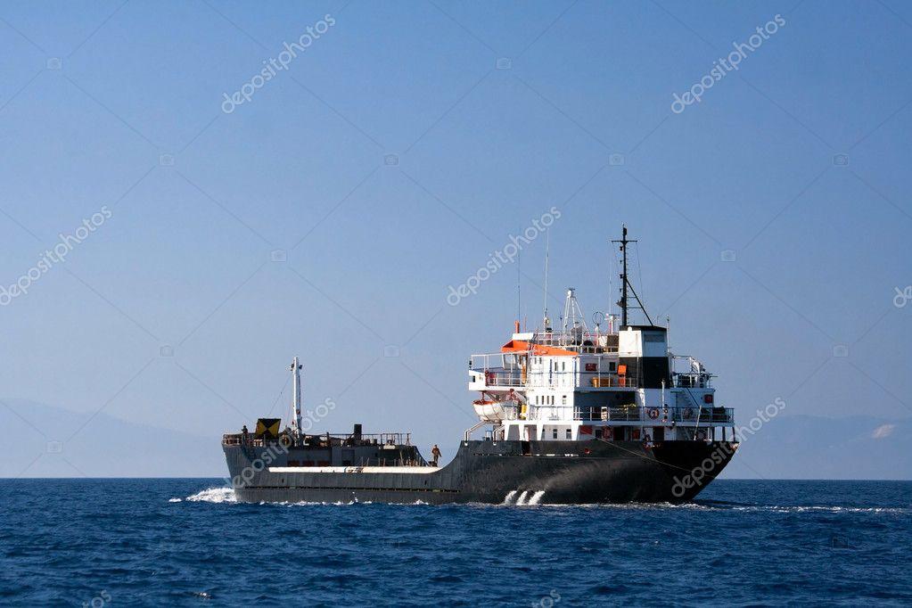 Sailing tanker