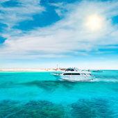 Photo Yacht in ocean