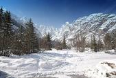 neve sulle montagne delle Dolomiti, Italia