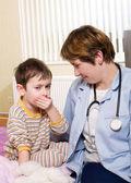 Pediatrist a nemocné dítě