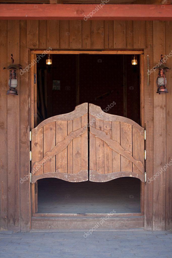 входная дверь для бара