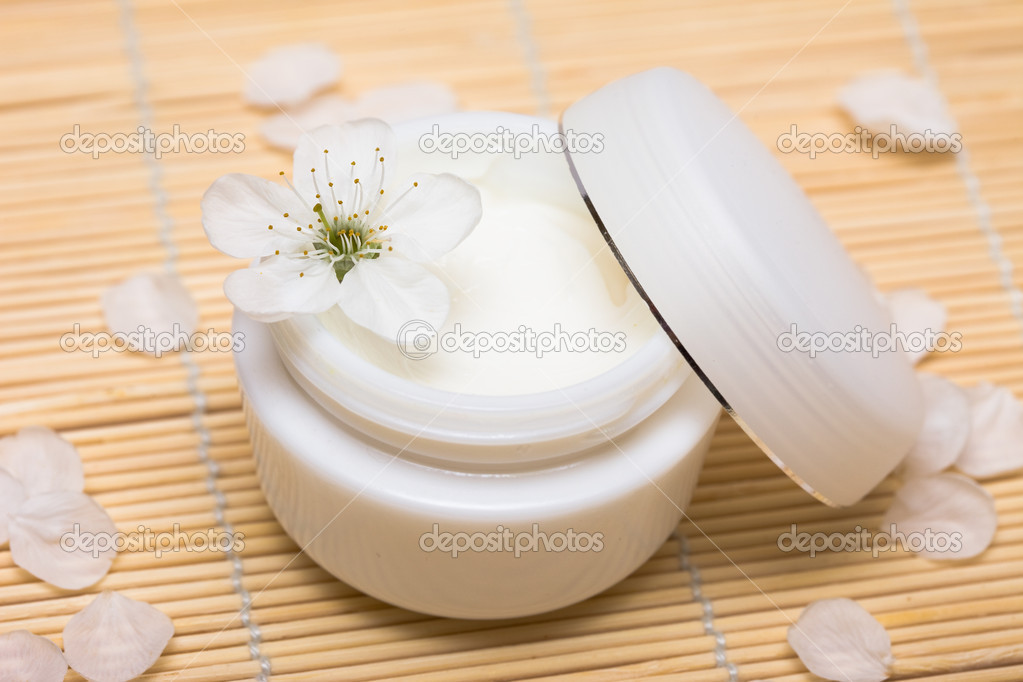 Cosmetic moisturizing cream