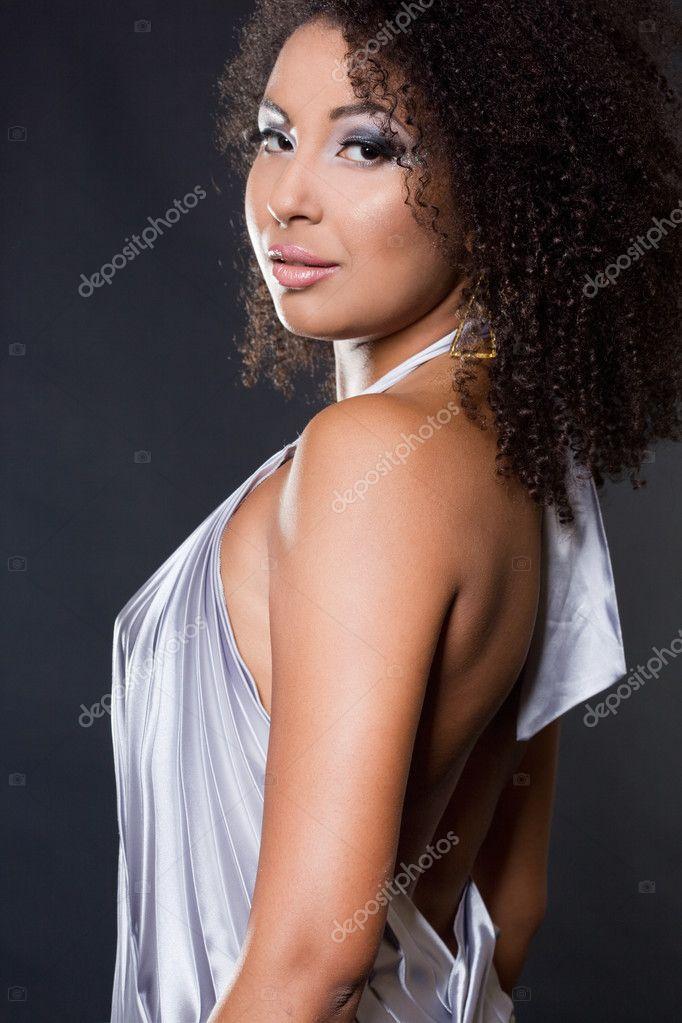 b357b1416db μοντέρνα φορέματα γυναίκα σε μαύρο — Φωτογραφία Αρχείου ...