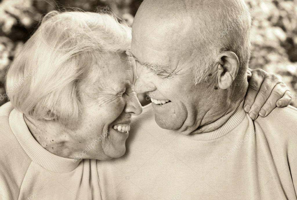 Altes Paar zwingen jugendlich