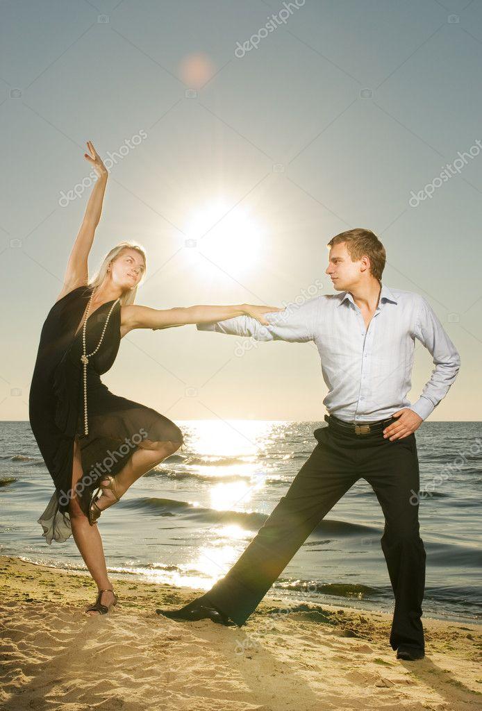 Девушки в танго фото на пляже фото 20-456