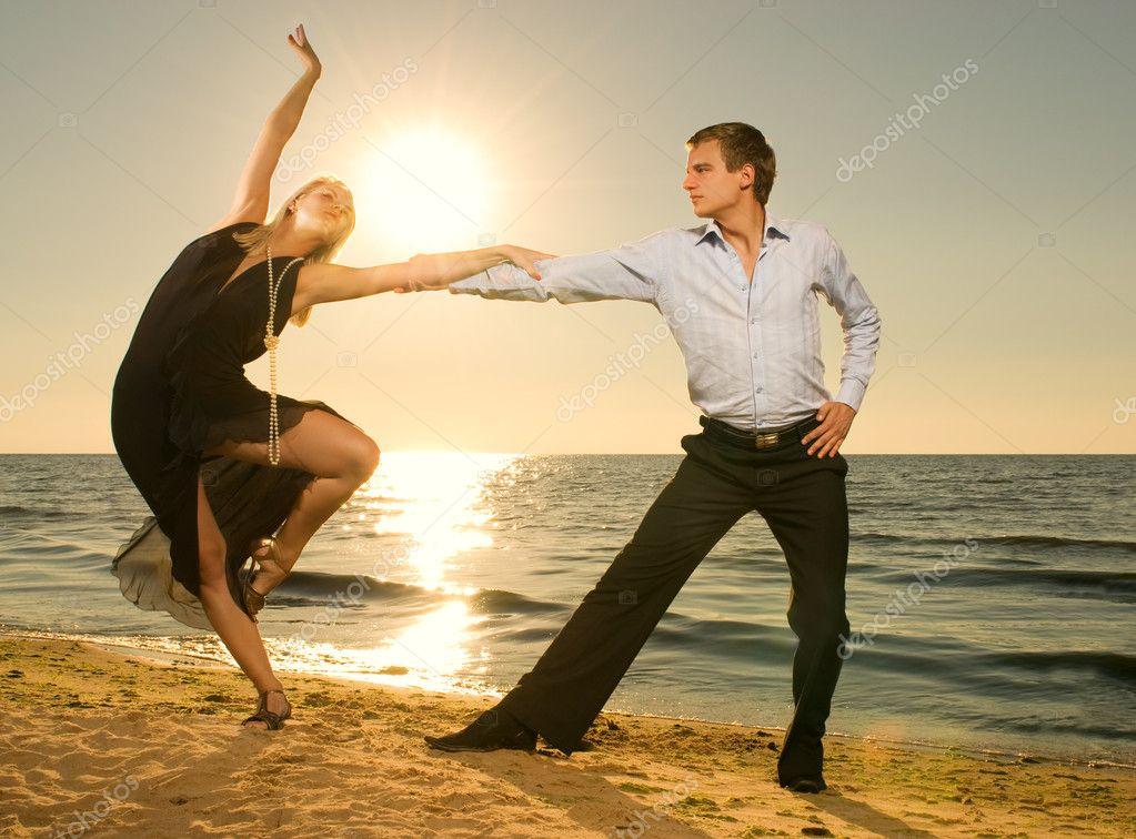 Девушки в танго фото на пляже фото 20-830