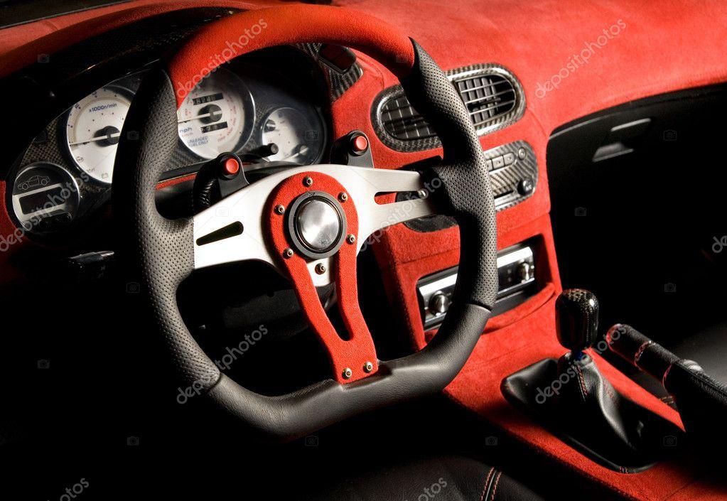 Voiture de sport l 39 coute int rieur velours rouge de for Interieur voiture de luxe