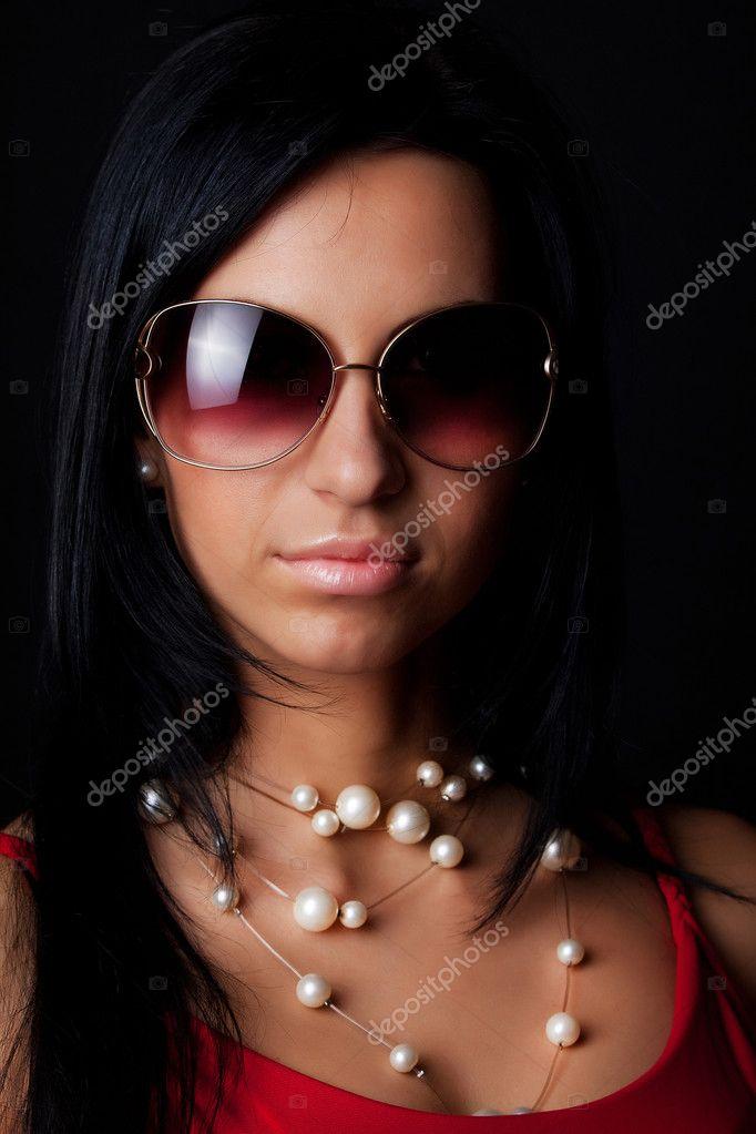 Сексуальна модель носити сонцезахисні окуляри — Стокове фото — білий ... 3aa8310c9a19c
