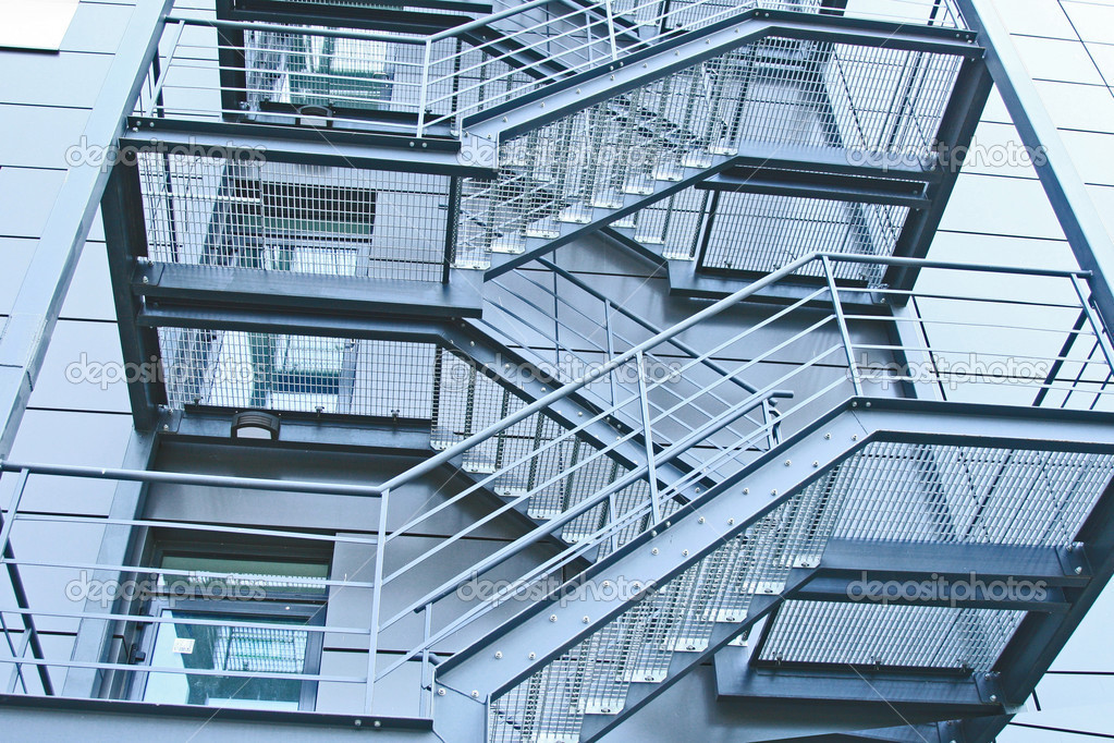 изготовление металлических лестниц для общественных зданий