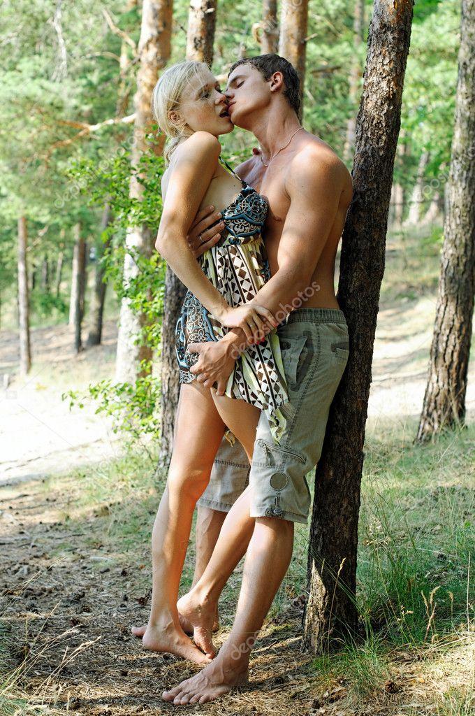 Выебали бабу вдвоем в лесу, порно видео мамочек в групповом
