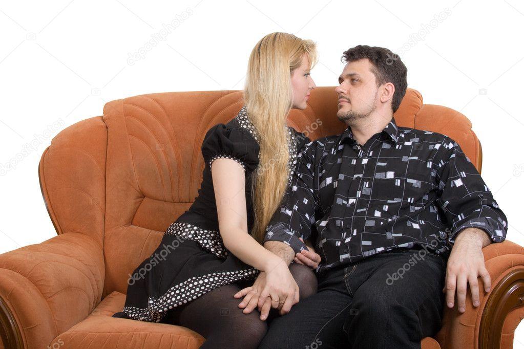 Парень трахает девушку на диване, порно видео фистинг сквиртинг подборка