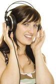 donna, ascolto di musica e canto